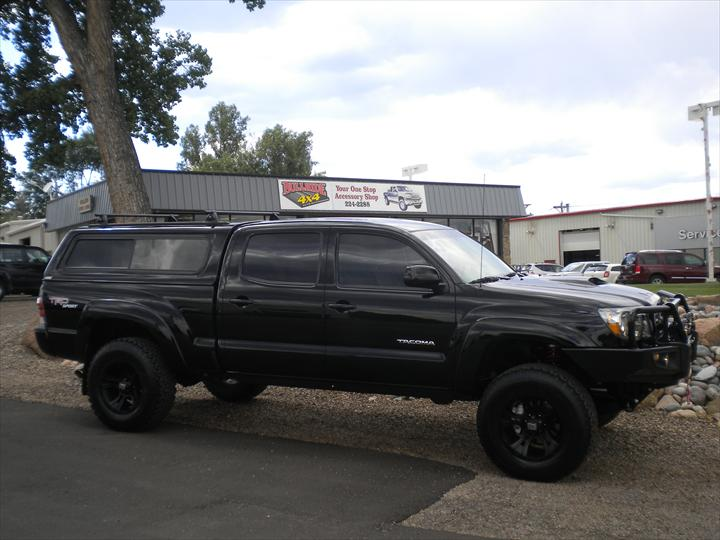Black Pick Up with cab topper