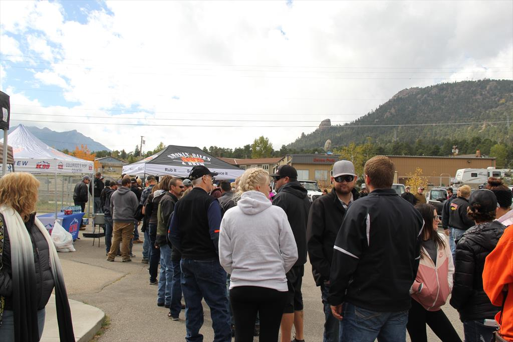 Line of people at the Jeep Jaunt