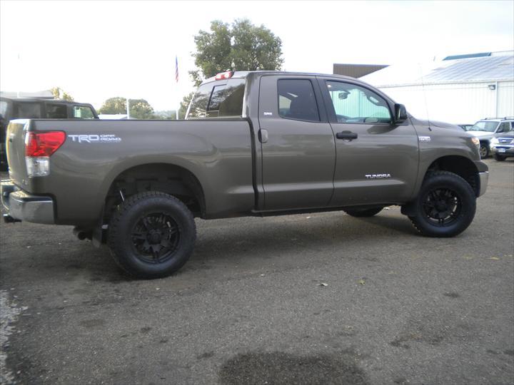Grey-tan pick up truck