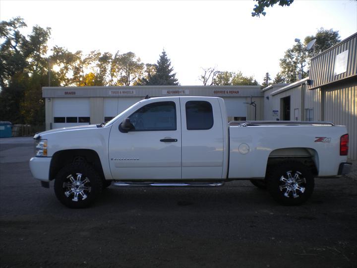 GMC White Pick up